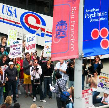 Protest at 2009 APA Annual Meeting (photo Kelley Winters)